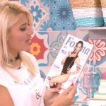 Η Φαίη Σκορδά παρουσιάζει το forma με εξώφυλλο τη Μάντη μας (video)