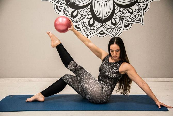 Ασκήσεις για όλο το σώμα με τη βοήθεια μιας μπάλας