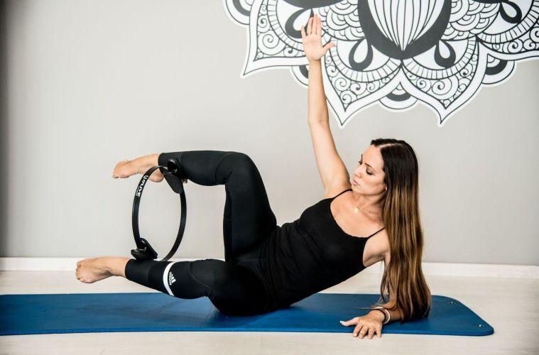 Pilates «Ring»: Λέμε «Ι do» για τέλειους γλουτούς σε χρόνο dt