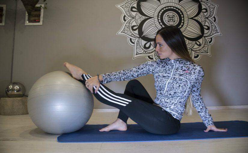 Ασκήσεις με την βοήθεια μίας μπάλας για γραμμωμένους κοιλιακούς και πόδια